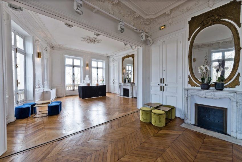 00005-FACING-THE-ARC-OF-TRIUMPH-SHOWROOMS-PARIS