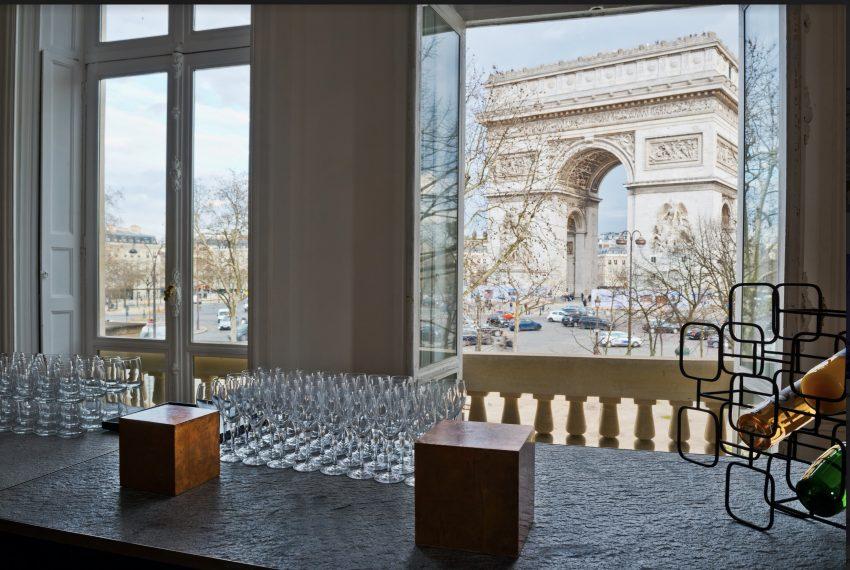 00007-FACING-THE-ARC-OF-TRIUMPH-SHOWROOMS-PARIS