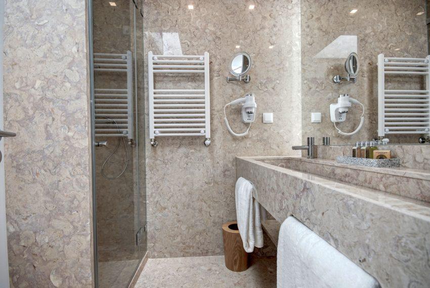 00022-luxe-apartmentsrentals-luxury-loft-480M2-in-trendy-Lisbonne-