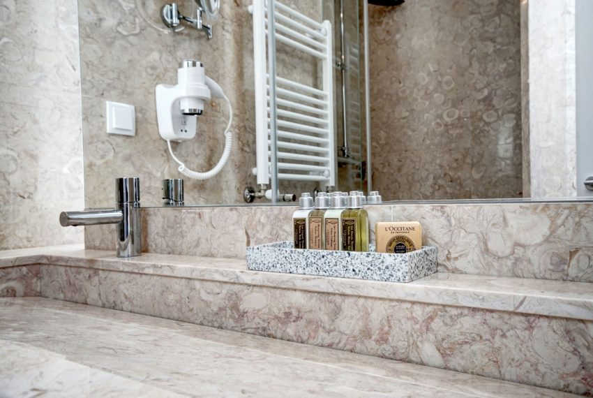 00023-luxe-apartmentsrentals-luxury-loft-480M2-in-trendy-Lisbonne-