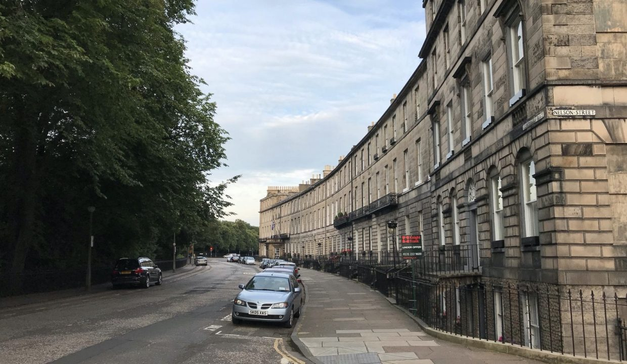 00001-LUXURY-3-BEDROOMS-EDINBURGH