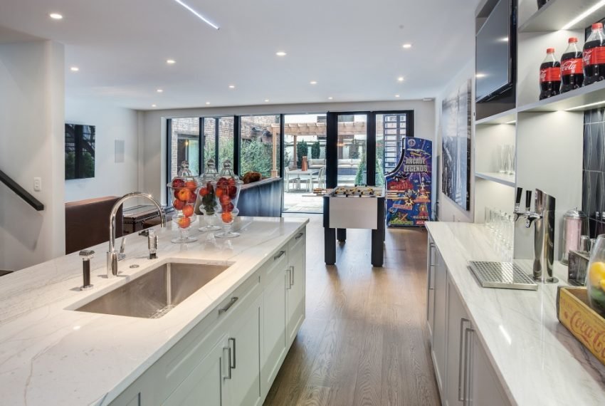 00018-luxe-apartmentsrentals-5-Bedroom-townhouse-in-Hells-Kitchen-NYC